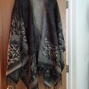 Gorgeous wrap w/fringe